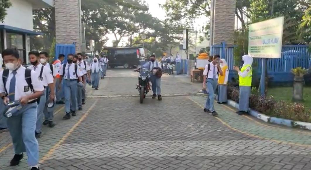 Budaya dan Tata Tertib Masuk Sekolah SMK Negeri 1 Purwosari